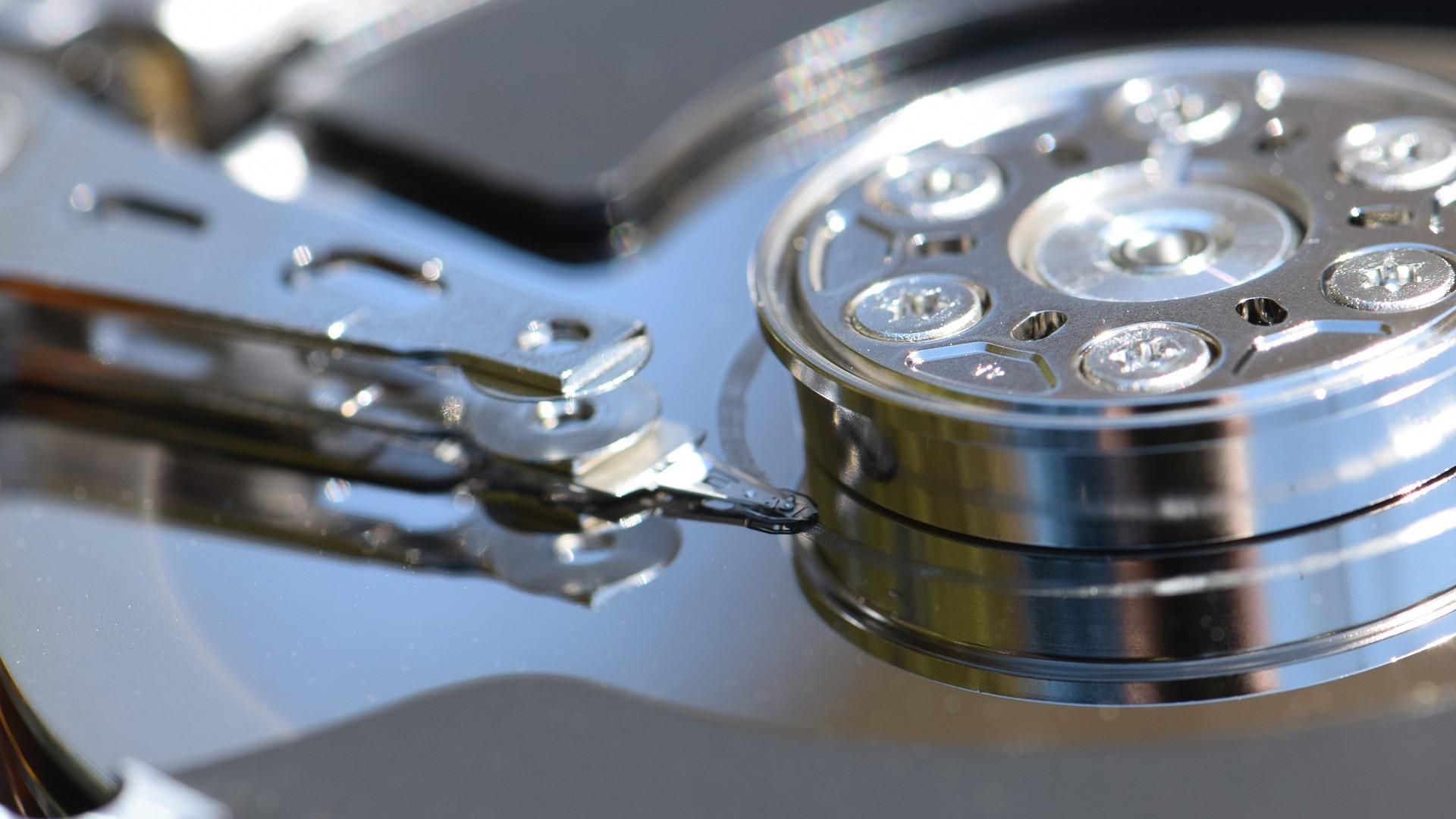 hard-drive-1348507_1920-1